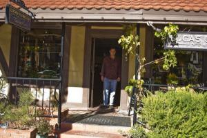 Mike Lewellen welcomes guests to the Lucas & Lewellen Tasting Room in Solvang