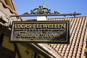 The Lucas & Lewellen Tasting Room sign